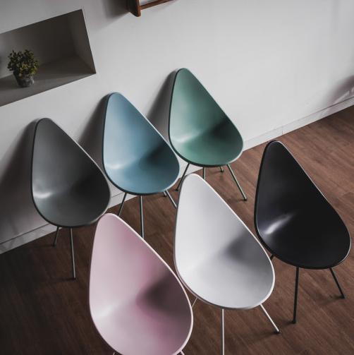물방울 모양 의자 / 들업(㐦業) 체어